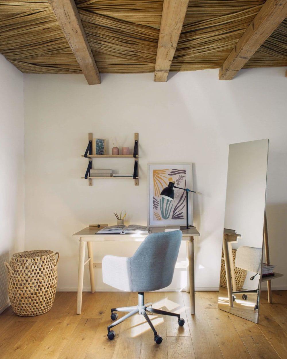 La Forma Curie Desk